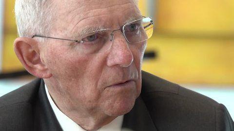 Schäuble: Corona-Einschränkungen bald nur noch für Nichtgeimpfte
