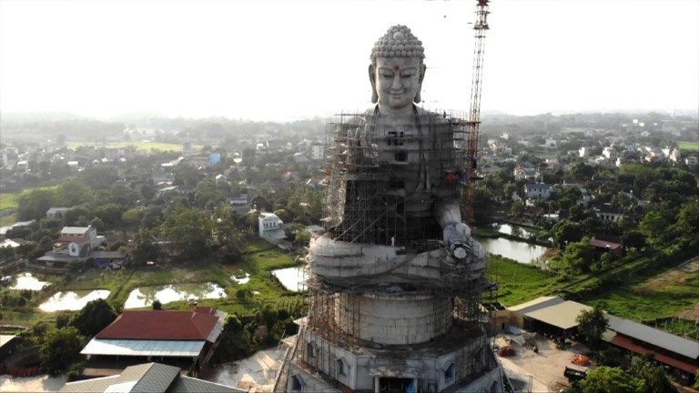 Vietnam errichtet riesige Buddha-Statue - neue Touristenattraktion!
