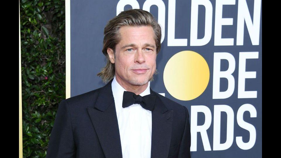 Brad Pitt verteilt Lebensmittel an Familien in Los Angeles