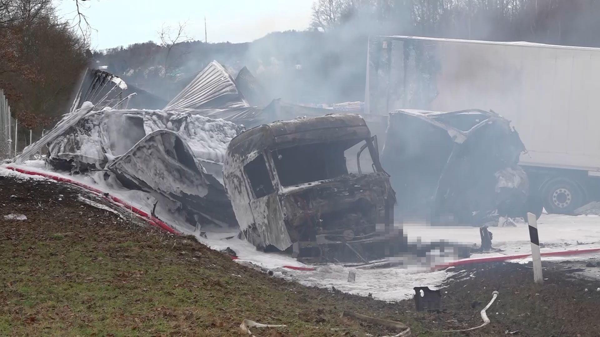 Horrorunfall auf Autobahn im Vogtland |Zwei LKW-Fahrer verbrennen in ihren Fahrzeugen