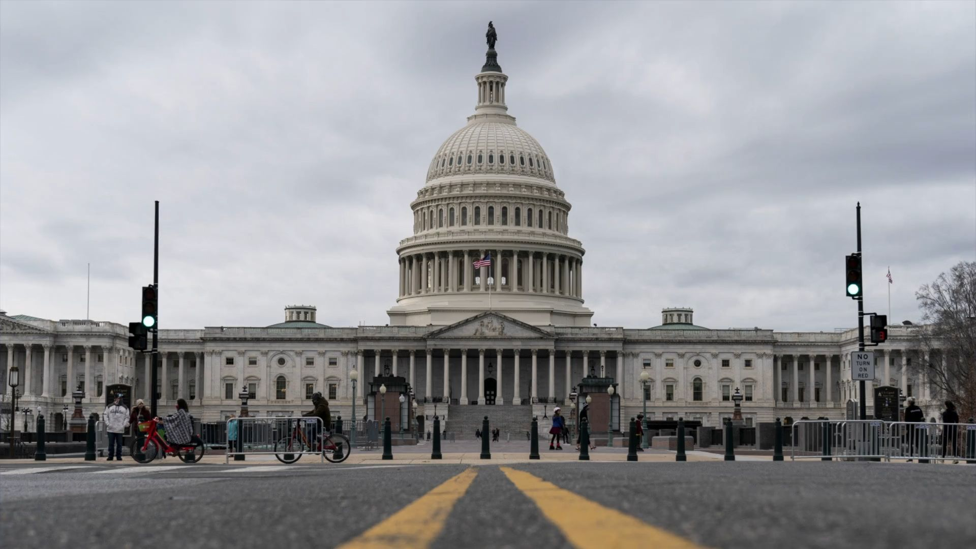 Gewaltsame Proteste in Washington: Trump-Anhänger stürmen Kapitol