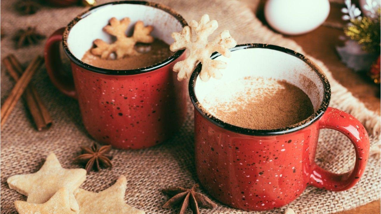 Glühwein, Eierpunsch & Co.: Diese Weihnachtsdrinks haben die meisten Kalorien