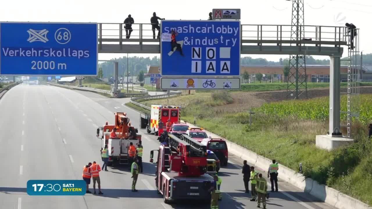 IAA-Protest: Aktivisten seilen sich von Autobahnbrücken ab