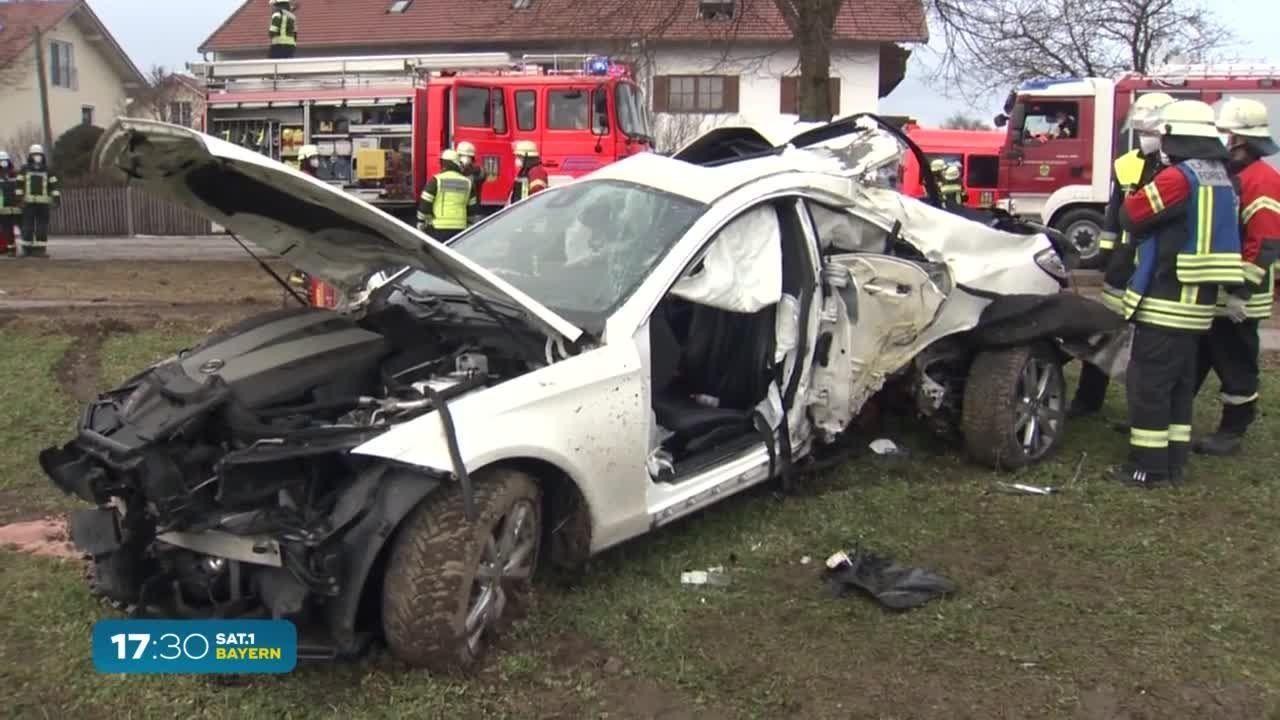 Oberbayern  Vollgas-Verfolgungsjagd mit Polizei: Zwei Menschen schwerverletzt